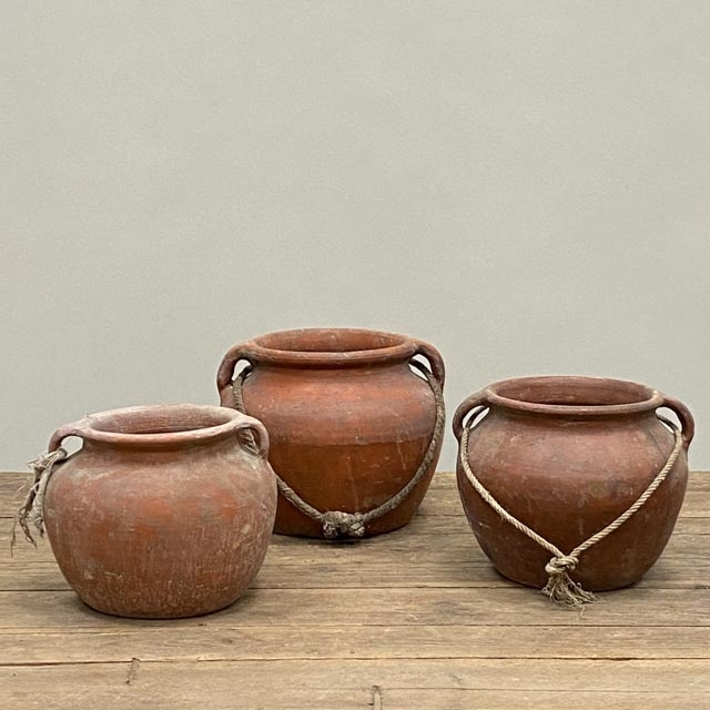 Small terra cotta Chinese pots