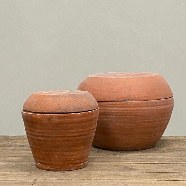 Terracotta pots with lid