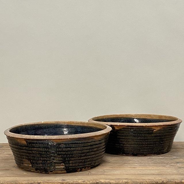 Medium-sized ceramic basins