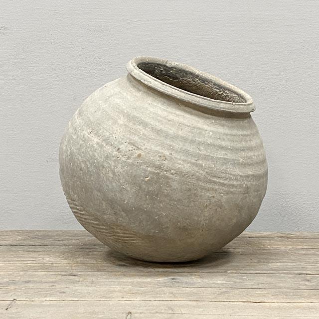Round grey Han dynasty pot